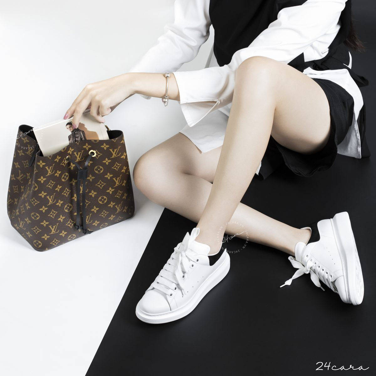 LOUIS VUITTON NEONOE MONOGRAM LEATHER BAG