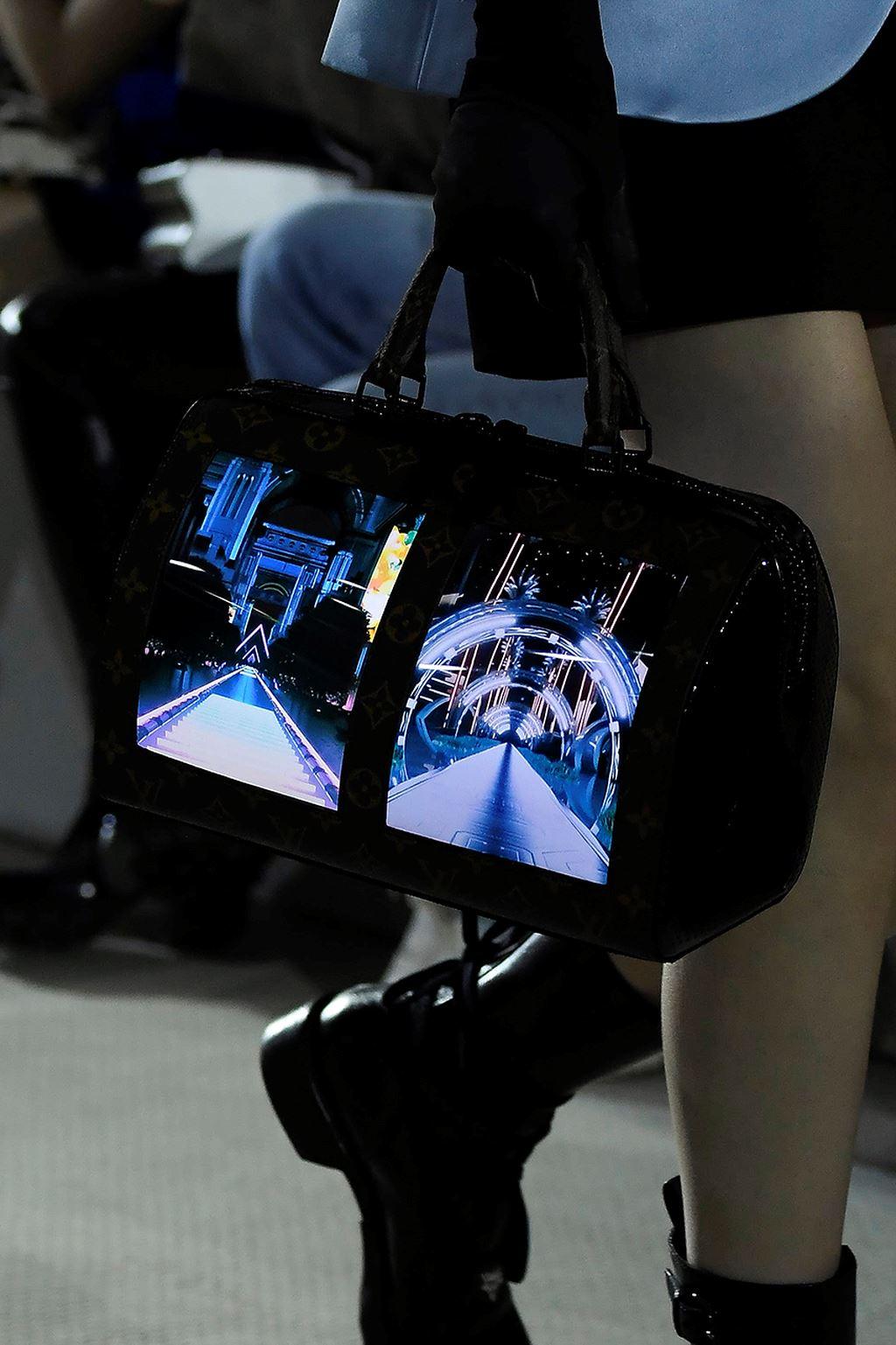 Louis Vuitton lại một lần nữa chứng tỏ mình là một trong những nhà mốt đi đầu cho việc kết hợp giữa thời trang và công nghệ