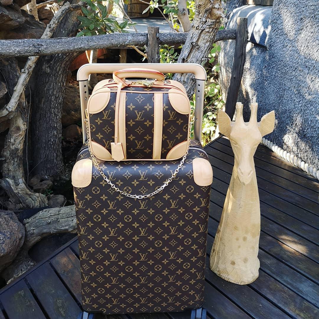 Dòng túi Mini Luggage của Louis Vuitton đã lọt vào mắt xanh của các tín đồ thời trang tinh tường khắp thế giới một cách nhanh chóng và được đánh giá sẽ trở thành trào lưu, cơn sốt trong năm 2019 này.