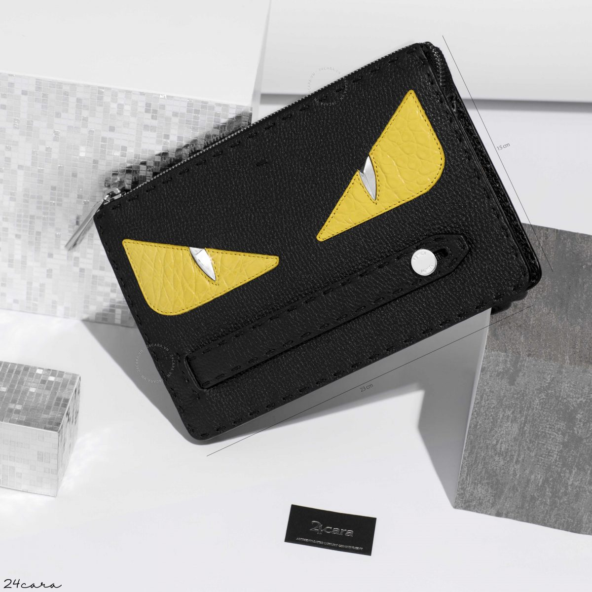 FENDI IN BLACK ROMAN LEATHER WITH INLAY CLUTCH